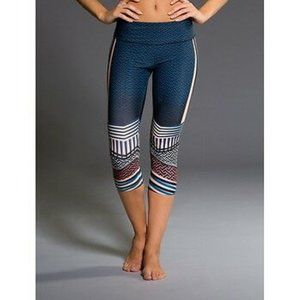 Onzie Hot Yoga Graphic Capri Leggings M/L